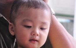 Cháu bé bị bỏ rơi trên taxi: Nhiều người xin nhận làm con nuôi