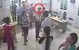 Bác sĩ Bệnh viện Thanh Nhàn bị côn đồ hành hung