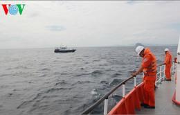 Vụ 8 thuyền viên mất tích: Gia đình các nạn nhân tự tổ chức tìm kiếm