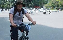 Đạp xe xuyên Việt quyên góp tiền cho người nghèo chữa bệnh