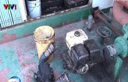 Bắt giữ 2 tàu mua bán, sang chiết 30.000 lít dầu lậu