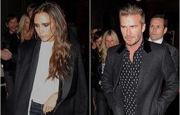 """Diện """"cây"""" đen, vợ chồng Beckham thu hút mọi ánh nhìn"""