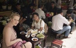 Sinh viên TP.HCM dẫn tour miễn phí cho khách nước ngoài