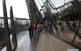 "Tháp Eiffel có… ""áo mới"""