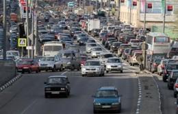 Đồng ruble giảm, người dân Nga đổ xô đi mua xe hơi