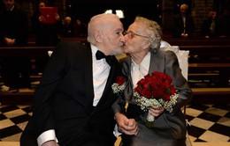 Tìm lại và cưới nhau sau 70 năm xa cách nhờ... Facebook