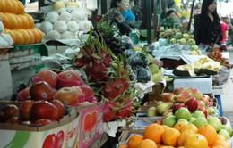 """TP.HCM: Trái cây Trung Quốc lại ồ ạt """"tấn công"""" các chợ"""