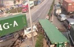 Xe container đâm nhau gây ùn tắc kéo dài trên Quốc lộ 5