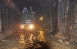 Cứu hộ vụ sập hầm thủy điện: Nước ngập, đào đất khó khăn