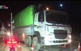 Hòa Bình: Mật phục, chốt chặn xe quá tải né trạm cân