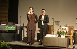 Hoài Linh diện áo bà ba dự buổi ra mắt MV của Hoài Lâm