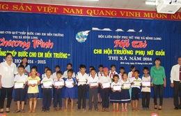 Hội LHPN Việt Nam trao học bổng tiếp bước cho em đến trường