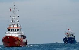 Cứu 6 ngư dân gặp nạn trên biển về cảng Nha Trang
