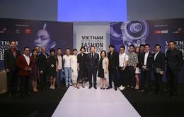 NTK Công Trí mở màn Vietnam International Fashion Week 2014