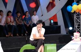 """Phương Thanh """"diện"""" giày 10cm đi cầu bập bênh (22h30, VTV6)"""