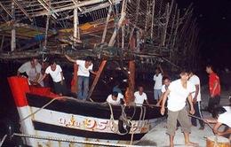 32 ngư dân trên tàu cá bị nạn được đưa vào bờ an toàn