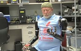 Thử nghiệm thành công điều khiển cánh tay máy bằng ý nghĩ