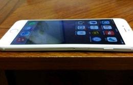 iPhone 6 dễ bị bẻ cong, khách hàng lưỡng lự
