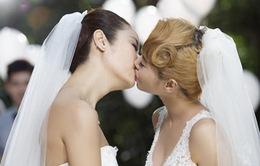 """Sốc với loạt ảnh """"khóa môi"""" của Lâm Tâm Như và Thái Y Lâm"""