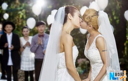 """Lâm Tâm Như bất ngờ """"khóa môi"""" người đồng giới"""