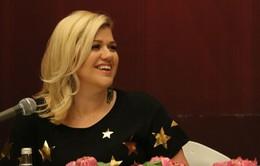 """Kelly Clarkson: """"Thất bại là khi bạn cố gắng trở thành người khác"""""""