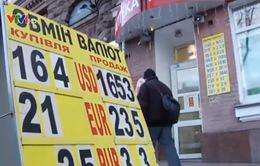 Ukraine: Đồng Hryvnia mất giá, người dân khốn khó