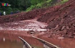 Lạng Sơn sau bão số 3: Sạt lở đất lấp kín đường sắt