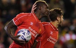 Suýt chấn thương, Balotelli vẫn giúp Liverpool vào tứ kết League Cup
