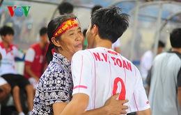 Cuộc hội ngộ của phụ huynh U19 Việt Nam trên sân Mỹ Đình