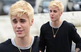 """Justin Bieber """"rực rỡ"""" xuống phố với tóc vàng hoe"""