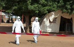 """Vaccine ngừa Ebola có tác dụng phụ với trẻ dưới 6 tuổi, """"bà bầu""""?"""