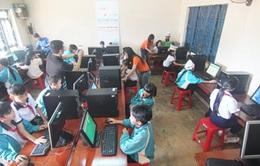 Trao 15 bộ máy vi tính cho học sinh nghèo Thái Bình