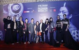 Dàn sao Việt xúng xính trên thảm đỏ Vietnam International Fashion Week 2014