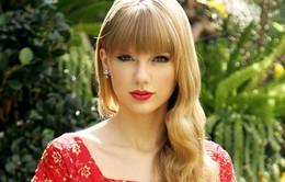 """Taylor Swift hát """"hit"""" của Adele cùng chàng trai trẻ bị bạch cầu"""