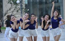 Người đẹp Hoa khôi áo dài Việt Nam hào hứng nhảy flashmob