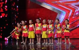 """Vietnam's Got Talent: Huy Tuấn bị """"hạ gục"""" bởi thí sinh xinh đẹp"""