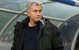 Jose Mourinho bị chế giễu sau trận hòa đáng thất vọng
