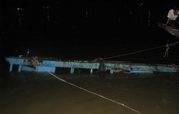 Nổ tàu hàng ở chợ nổi Cái Răng, 70 tấn hàng bị cuốn trôi