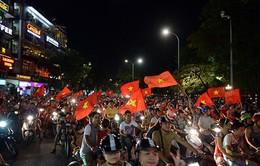 Hà Nội: Rực rỡ sắc đỏ đêm chiến thắng