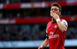 Mesut Ozil quyết gắn bó cùng Arsenal, Man United nhắm mua Gundogan