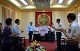 Bộ Ngoại giao tặng quà Cảnh sát biển