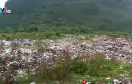 """Ninh Bình: """"Núi"""" rác khổng lồ hàng trăm nghìn tấn"""