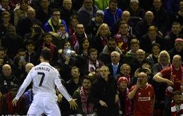 """Ronaldo bỏ lỡ cơ hội cân bằng kỷ lục ghi bàn của """"chúa nhẫn"""""""