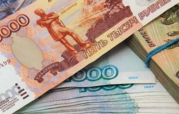 Nga: Bộ Tài chính tung tiền dự trữ hỗ trợ đồng ruble