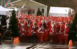 Nga: Gần 500 ông già Noel thi chạy gây quỹ từ thiện