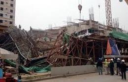 Sập giàn giáo trên cao: Do nhà thầu đổ lệch bê tông