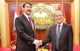 Chủ tịch Quốc hội Nguyễn Sinh Hùng tiếp Tổng thống Hungary