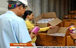 Phát hiện 4.000 hộp sữa trong lô hàng phế liệu