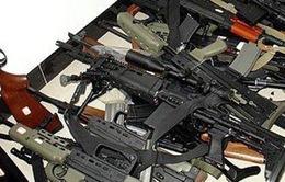 Mỹ: Danh tính 2 nghi phạm vụ buôn lậu súng qua đường hàng không