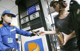Giảm giá dầu, giữ giá xăng